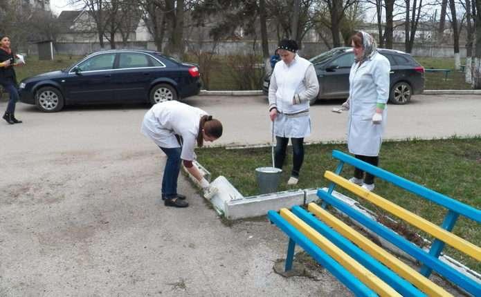 У районних лікарнях Буковини провели весняне прибирання