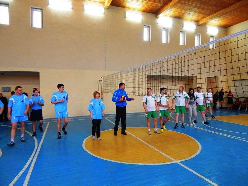На Буковині пройшли змагання з волейболу серед державних службовців