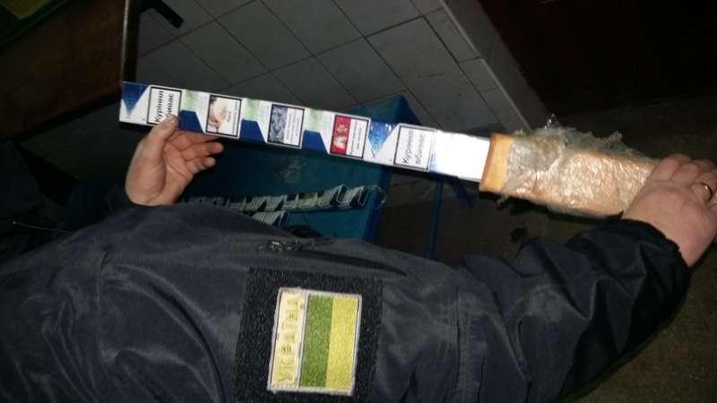 Буковинець намагався перевезти сигарети до Румунії у брусах лавиці