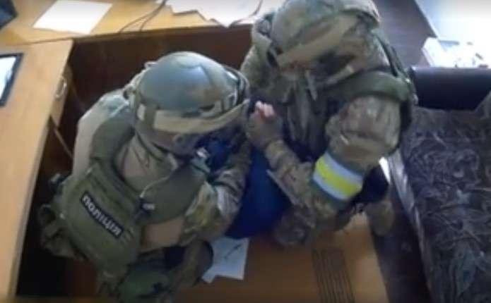 На Буковині колишній працівник міліції пропонував поліцейському хабар