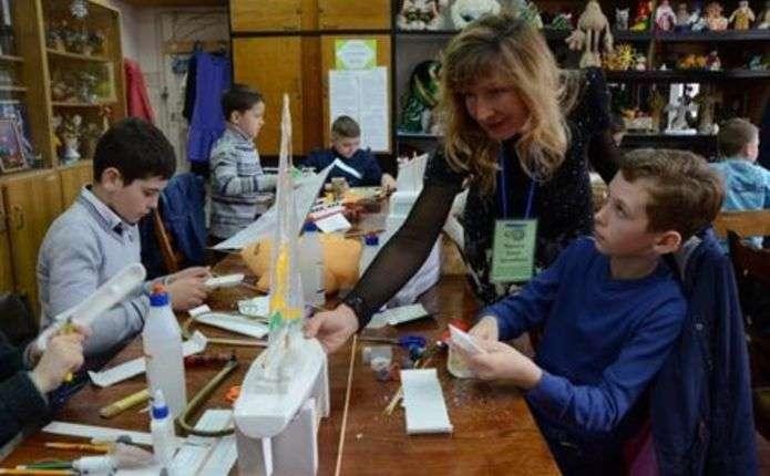 На Буковині відбувся конкурс з початкового технічного моделювання серед учнів