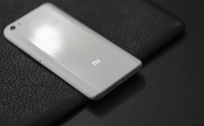 Xiaomi планує випустити смартфон, який складається навпіл