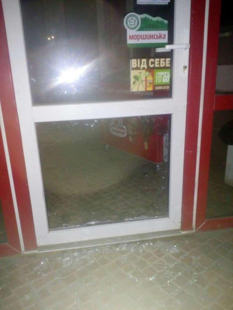 У Чернівцях затримали зухвалого крадія, який намагався обчистити крамницю