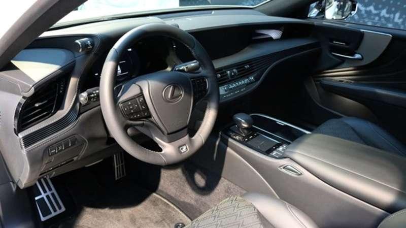 Lexus показав спортивну версію седана LS