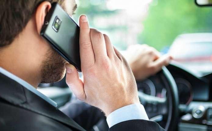 У власників смартфонів частіше виникає грижа хребта