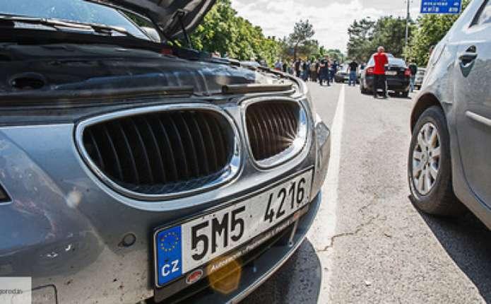 Іноземні фірми відбирають свої автівки