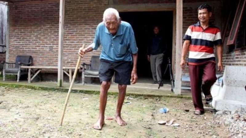 Помер найстаріший чоловік на землі
