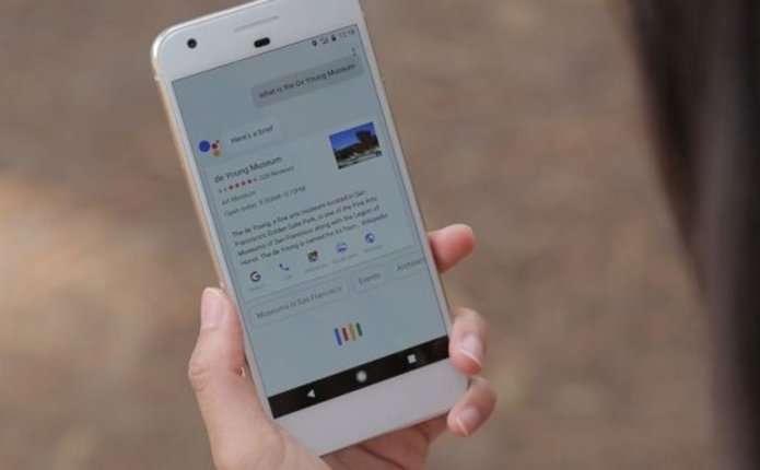 Google випустить три нових смартфони