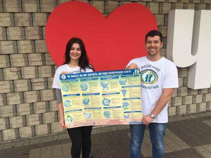 Чернівецькі студенти провели акцію Майбутнє варто планувати