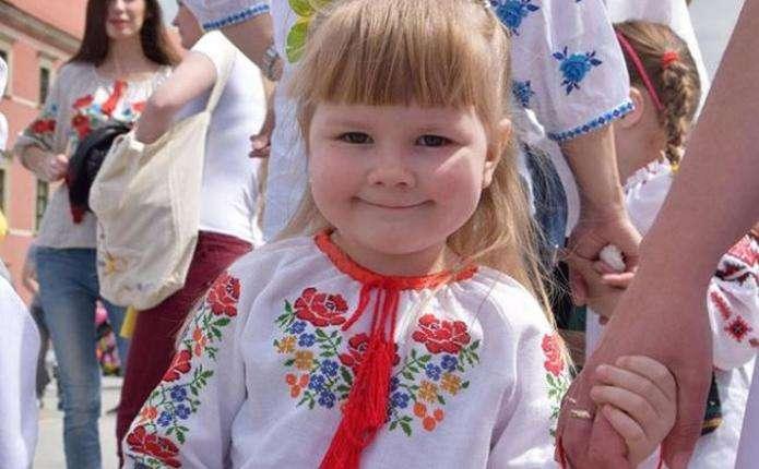 Дитяча мистецька акція У вишиванках до Європи відбудеться у Чернівцях b80b184141c31