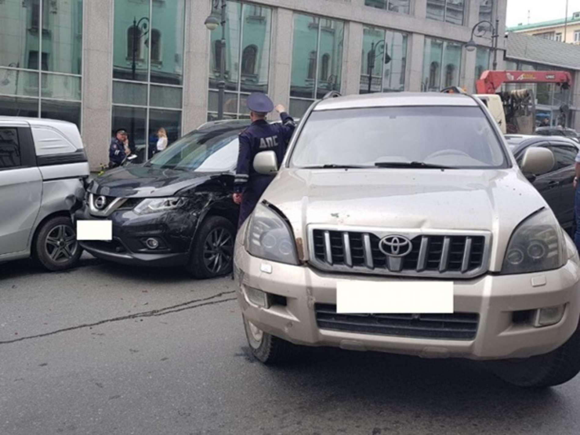 У Росії водій вантажівки розбив 19 автомобілів