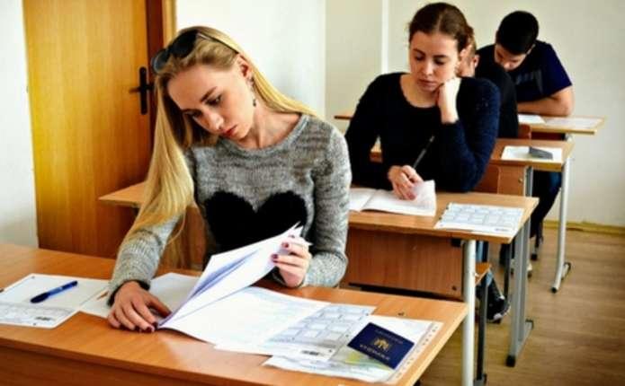Зранку 25 травня учні гімназії №1 у Чернівцях до школи не йдуть