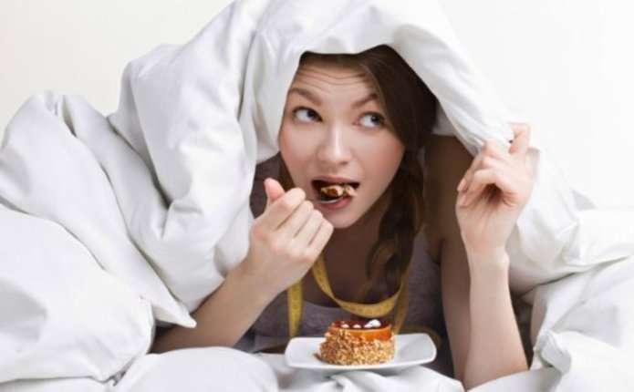 Чому від недосипання більше хочеться їсти