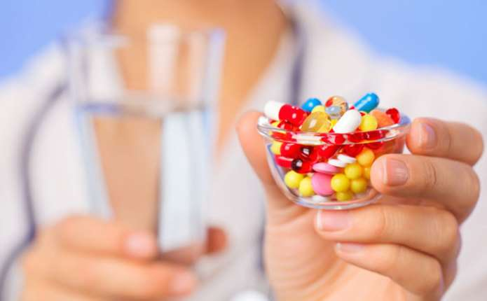 Науковці створили потужний антибіотик, який може здолати супербактерію