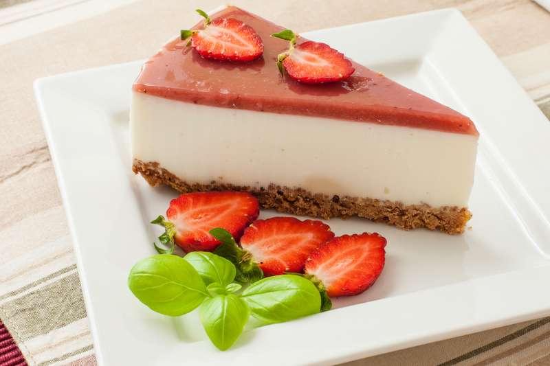 5 смачних та низькокалорійних десертів із полуниці