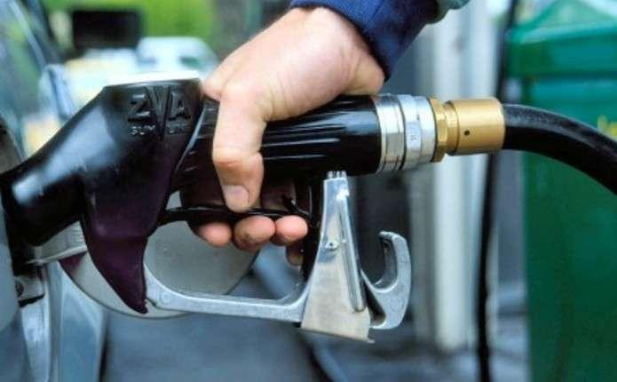 Скільки коштує заправити авто на АЗС