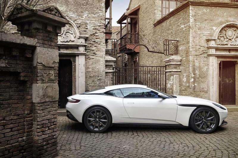 Представлено перший суперкар Aston Martin, який розвиває 510 к.с.