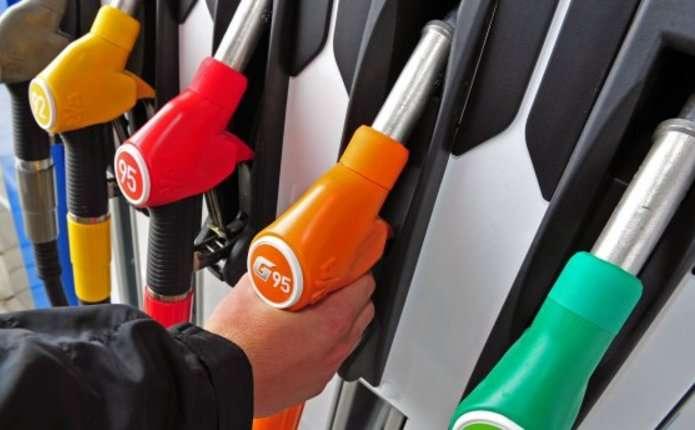 У Франції хочуть заборонити продаж авто на бензині