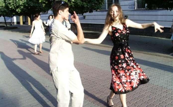 Танцювальні вечори просто неба започатковують у Чернівцях