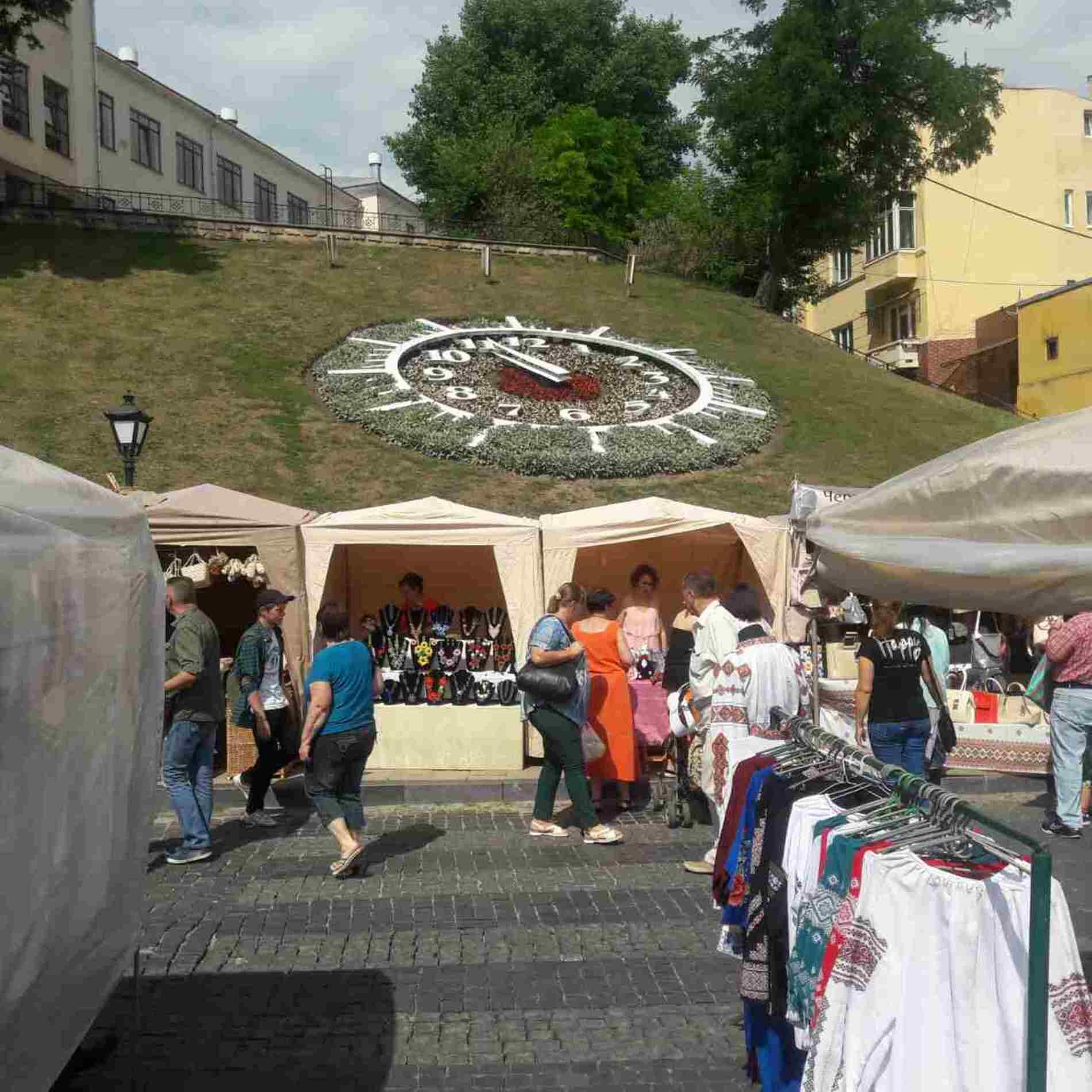 Петрівський ярмарок-2017: На площі Пресвятої Марії вже почали ярмаркувати