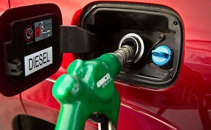 Українці масово пересідають з бензинових авто на дизель