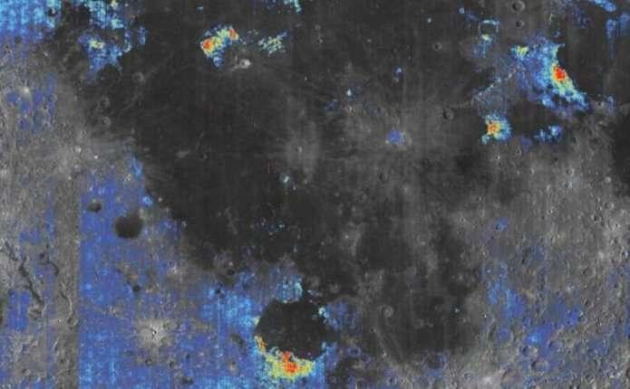 Вчені знайшли воду на Місяці