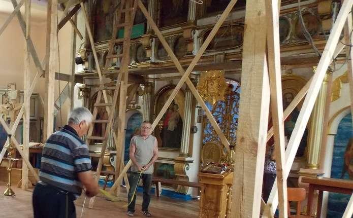 У селі на Кіцманщині реставрують церкву