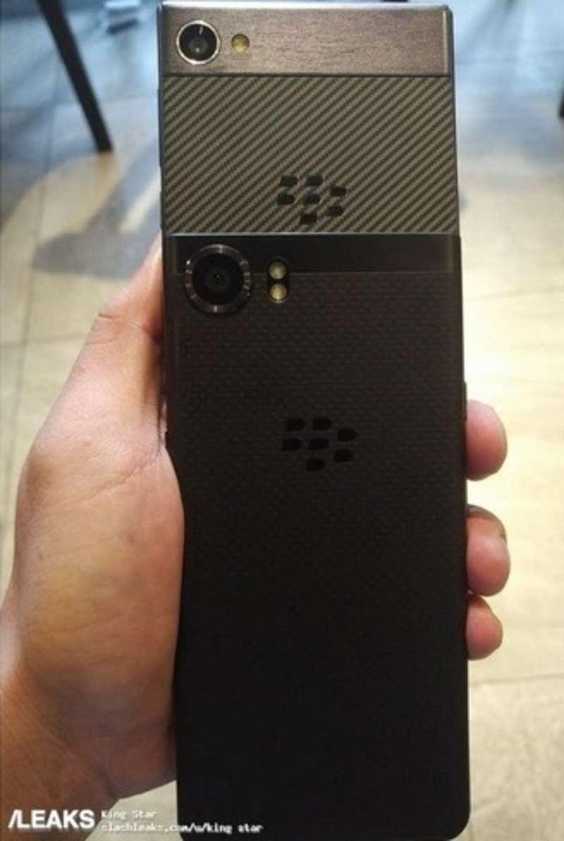 З'явилося фото нового смартфона BlackBerry без клавіатури