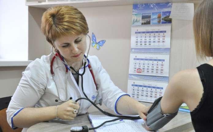 Для українських лікарів змінять умови прийняття на роботу в Польщі