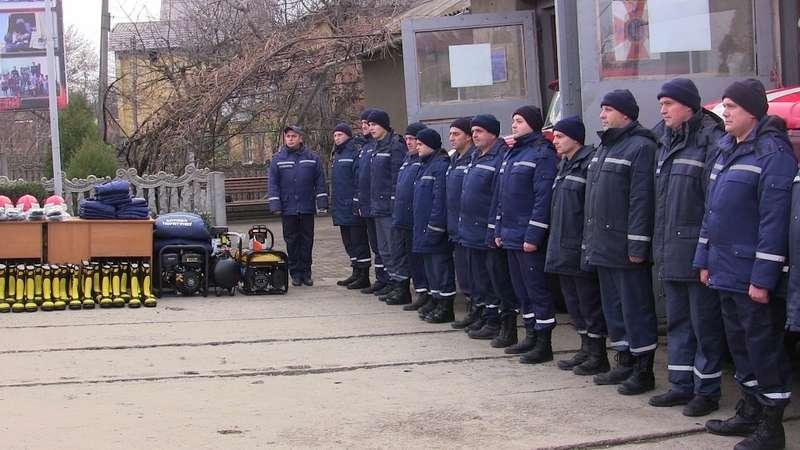 Рятувальники з Кельменців отримали нове спорядження