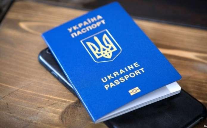 В Україні діють шахраї, які пропонують швидко оформити закордонний паспорт