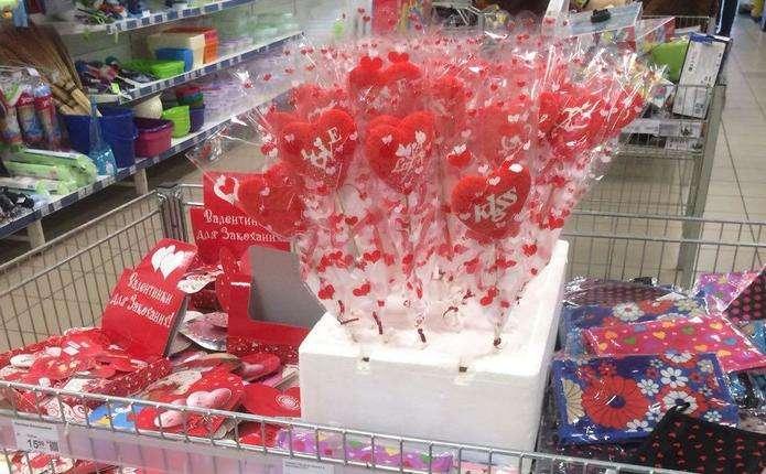 Товари до Дня святого Валентина з явились у магазинах Чернівців ... 3406dc9c7b6a5