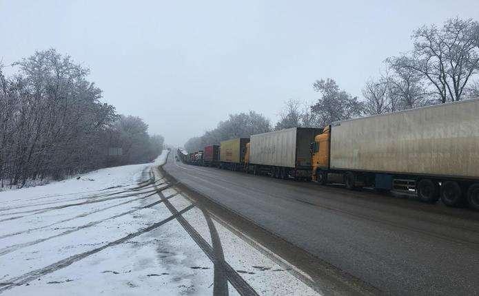 Росія призупинила пропуск вантажівок з України