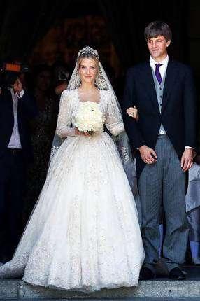 ТОП-20 приголомшливих королівських весільних суконь за всю історію ... 870818610f18f