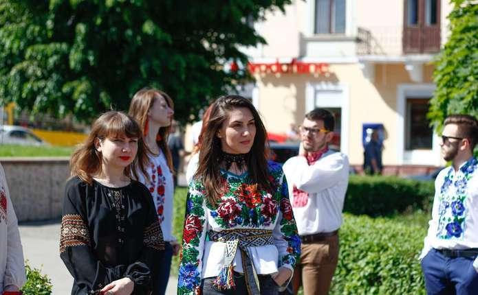 Сьогодні українці святкують День вишиванки. У Чернівцях 17 травня має  відбутись низка святкових заходів a51f7e2ba71c4