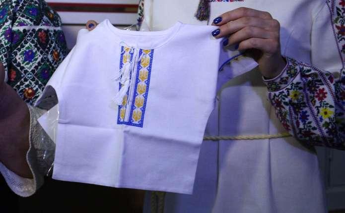 Восьмеро немовлят у Чернівцях отримали свої перші вишиванки - Погляд –  новини Чернівці bada84bef4c93