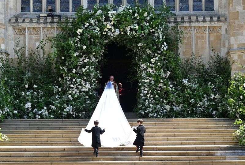 Весільне вбрання дружини принца Гаррі - Погляд – новини Чернівці c446431571a00