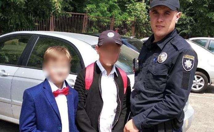 У Чернівцях школярі допомогли патрульним знайти власницю загубленого гаманця