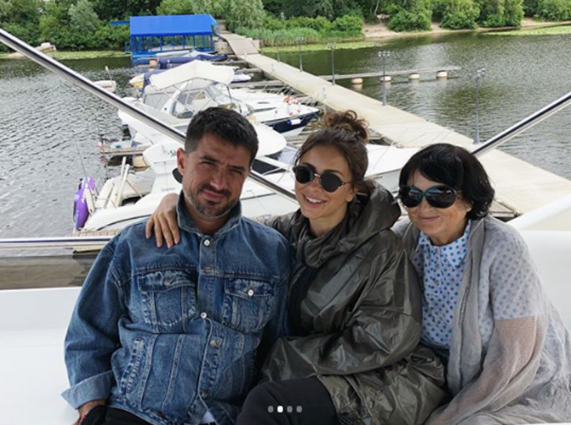 Опальна Ані Лорак похвалилася відпочинком в Україні