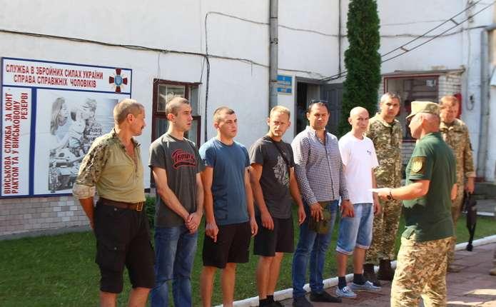 8 військових з Буковини відправили у Київ на парад до Дня Незалежності