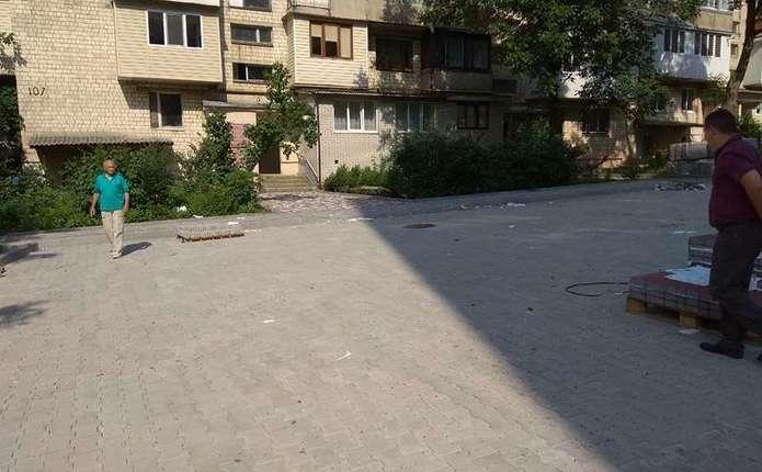 Міжбудинковий проїзд на вул. Комарова у Чернівцях планують відремонтувати в 2018 році