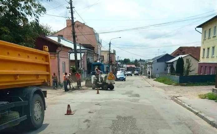 Вулицю Д. Галицького у Садгорі почали ремонтувати