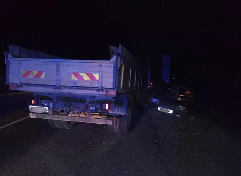 На Буковині зіткнулися вантажівка і легковик