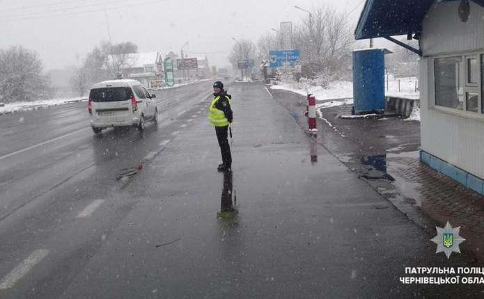 Снігова негода: на Буковині шляхи проїзні, але дороги мокрі і засніжені