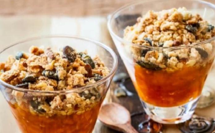 Як приготувати смачний крамбл з гарбузом та апельсином: рецепт десерту
