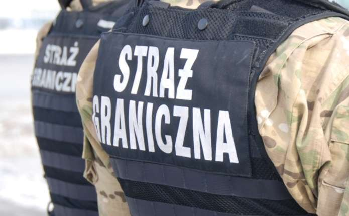 У Польщі в автівці 47-річного українця знайшли 9 пістолетів та 446 набоїв