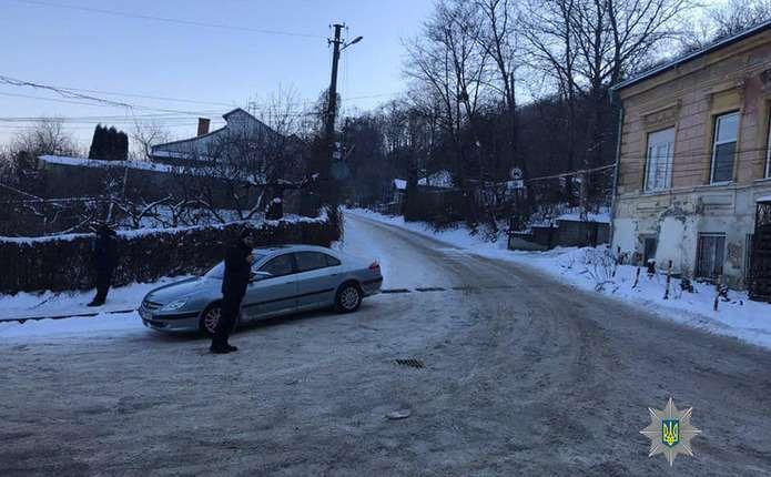 П яний водій у Чернівцях пред явив патрульним підроблені права ... a8d3f449e08f7