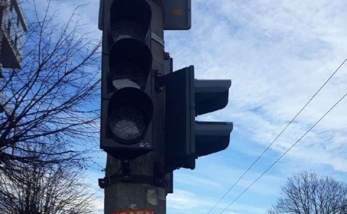 На вулиці Героїв Майдану та на Рівненській у Чернівцях вийшов з ладу світлофор