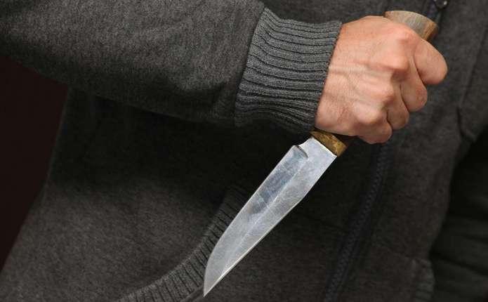 У Чернівцях перехожий здійснив розбійний напад на чоловіка
