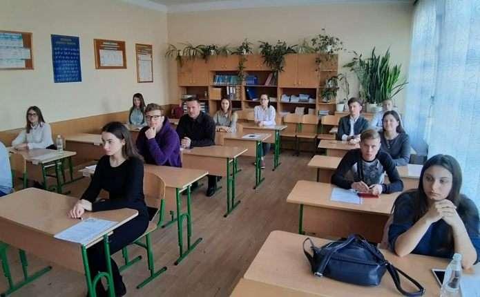 Пробне ЗНО Twitter: На Буковині на пробне ЗНО з мови та літератури з'явилося